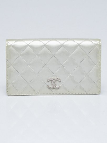 Chanel Silver Quilted Patent Leather Brilliant L Yen Holder Wallet